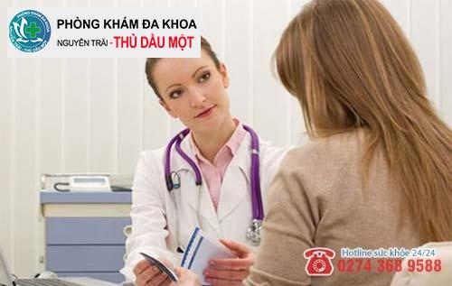 Bác sĩ sản phụ khoa trực tiếp thăm khám và đình chỉ thai kỳ cho chị em