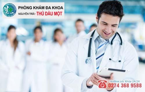 Các bác sĩ chuyên khoa luôn tận tình thăm khám và hỗ trợ điều trị hiệu quả